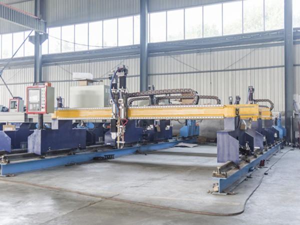 Kina Jiaxin 1300 * 2500mm woking područje plazma rezanje mašina za sečenje metala plazma poseban stat LCD panel kontrolni sistem